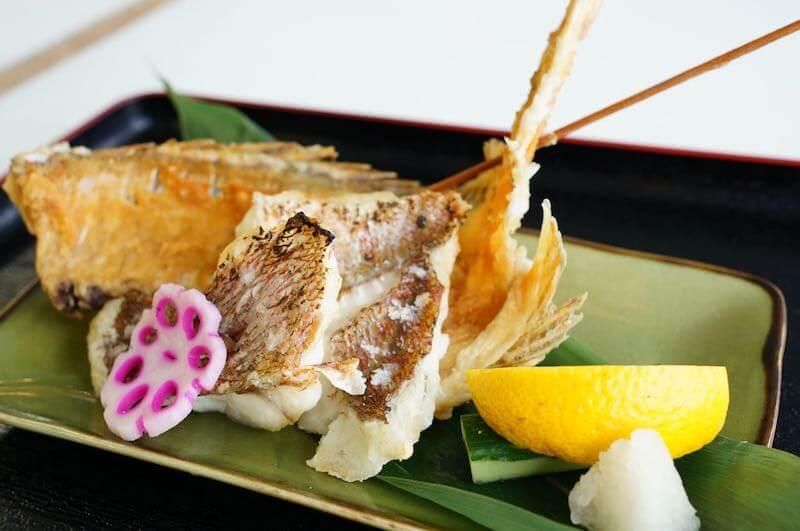 釣った真鯛を料理1